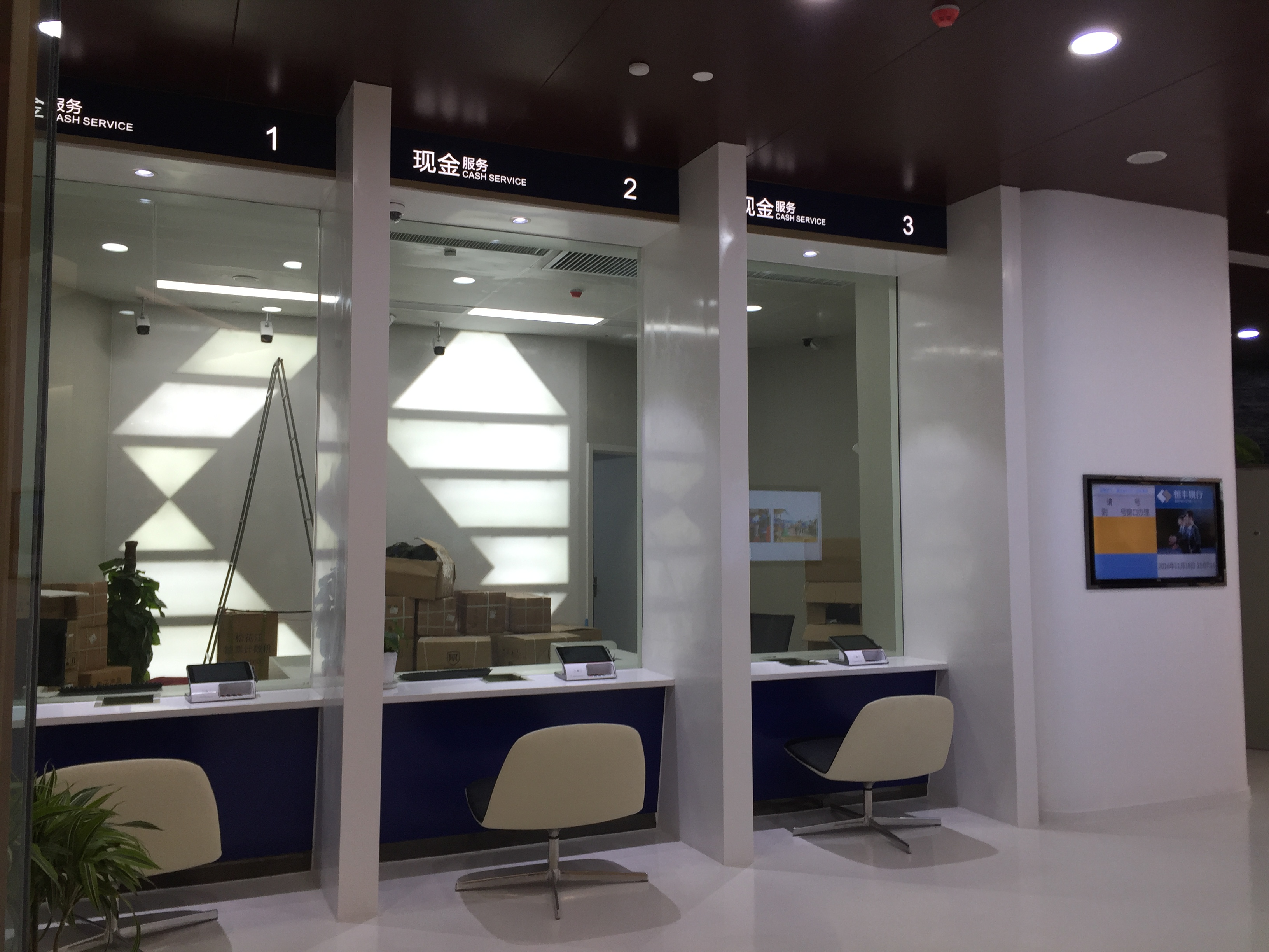恒丰银行HENGFENG BANK—Bunny lounge chair面包休闲椅(1)